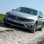 Der neue VW Passat Alltrack ist auch auf Schotter gut unterwegs. Foto: http://news2do.com